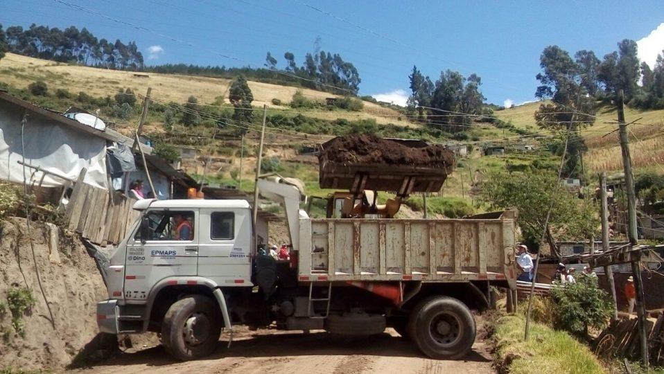 Epmaps agua de quito presente en mega minga en el barrio for Agua potable quito